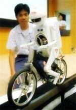 Maruta Boy, el robot que va en bici
