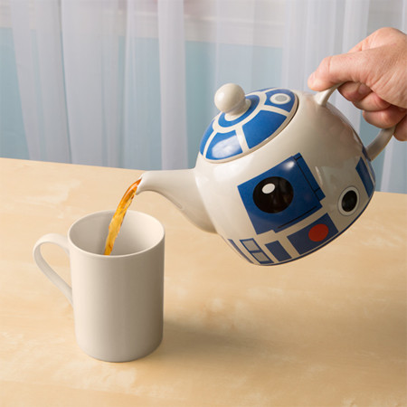 Iqhq R2 D2 Ceramic Teapot Inuse