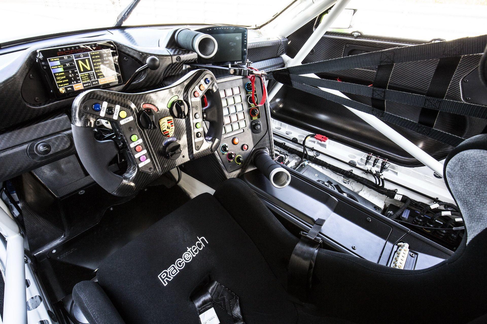 Foto de Porsche 911 GT3 R (8/9)