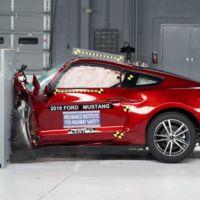 La IIHS realizó las pruebas de choque a Camaro, Mustang y Challenger... al final no son tan 'muscle'
