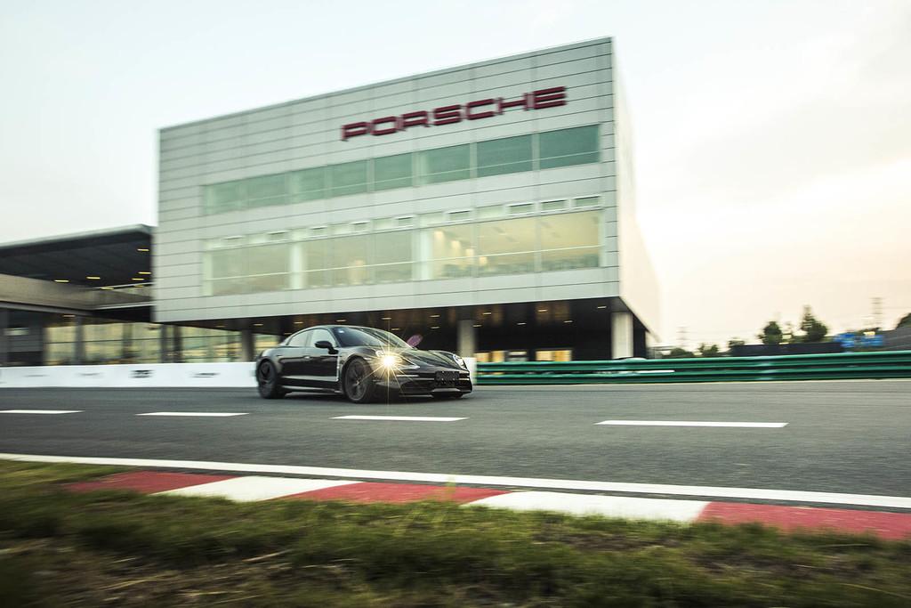 El Porsche Taycan