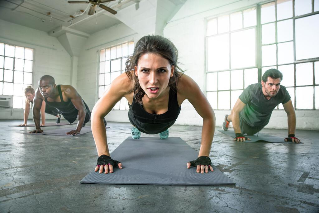 Un entrenamiento HIIT para usuarios avanzados del gimnasio: pierde grasa y ponte a prueba