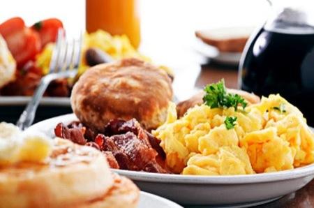 ¿Cómo debe ser un buen desayuno para rendir en el cole?