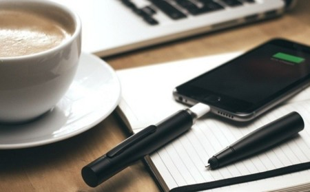 Power Pen integra un stylus y una batería auxiliar para el móvil dentro de un elegante boligráfo