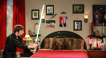 S5ep03 Howard With His Lightsaber