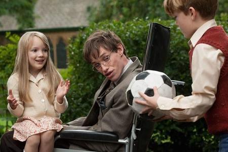 Eddie Redmayne es Stephen Hawking en