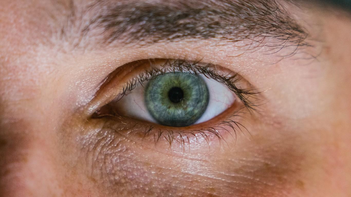 Contracción ocular y sensación de mareo