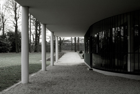 villa Savoye - acceso