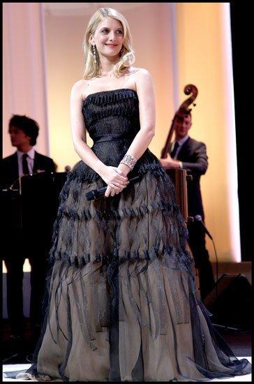 El vestido de Alta Costura Dior de la actriz francesa Melanie Laurent en la inauguración del Festival de Cannes