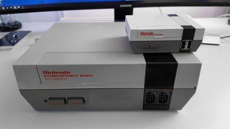 Esta mini NES lleva una Raspberry Pi en su interior. Y ranura para cartuchos