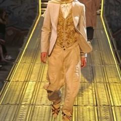 Foto 10 de 14 de la galería john-galliano-primavera-verano-2010-en-la-semana-de-la-moda-de-paris en Trendencias Hombre