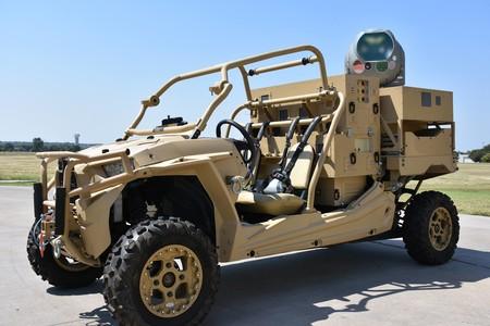 Este vehículo está equipado con un cañón láser capaz de fulminar a cualquier drone que se le acerque