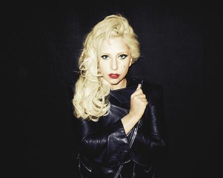 Cuando se sentía sola, Lady Gaga se empolvaba la nariz con su mejor amiga