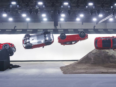Así fue el tirabuzón con el que el Jaguar E-PACE nació entrando en el Guinness World Record
