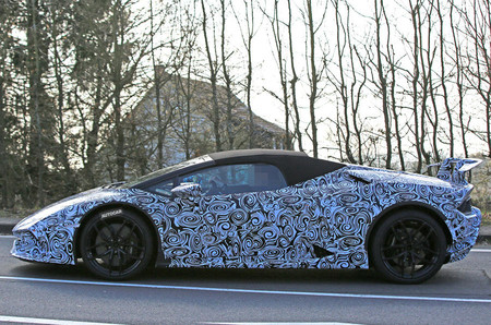 ¿Habrá un Lamborghini Huracán Spyder Performante? Estas imágenes casi lo confirman