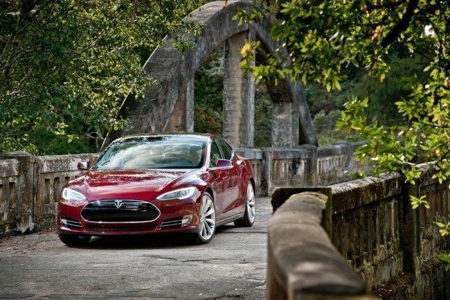 Tesla Model S signature