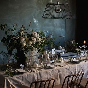 Una romántica mesa para la Castañada con pequeños toques industriales
