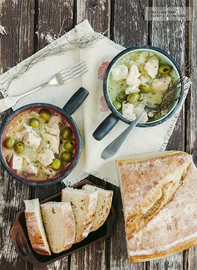 Pollo con aceitunas y vino blanco: receta