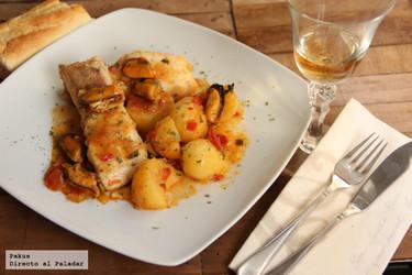 Guiso de merluza con patatas y mejillones a la marinera. Receta de aprovechamiento