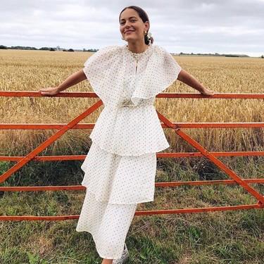 15 vestidos midi de inspiración romántica que quedan genial tanto con deportivas como con sandalias
