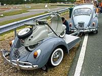 Volkswagen Beetle con remolque a su imagen y semejanza