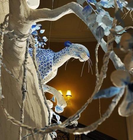 detalle árbol de navidad de dior en el hotel claridge