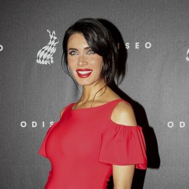 Pilar Rubio, una premamá muy sexy, presume de figura enfundada en un vestido rojo