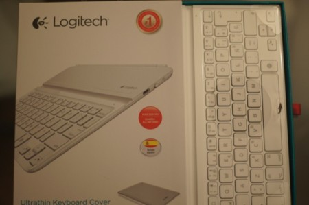 Gracias al embalaje podemos probar el tacto del teclado en la tienda