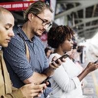 Los adultos americanos ya pasan más tiempo usando los dispositivos móviles que viendo la televisión