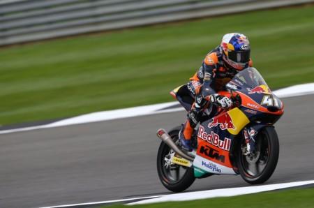 Brad Binder triunfa en Silverstone y asesta un golpe de gracia al título de Moto3