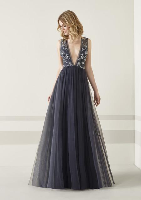 f34f3dab02 Los 51 vestidos de fiesta de Pronovias colección 2019 con los que ...