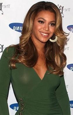 Beyonce luce tipazo sin sujetador