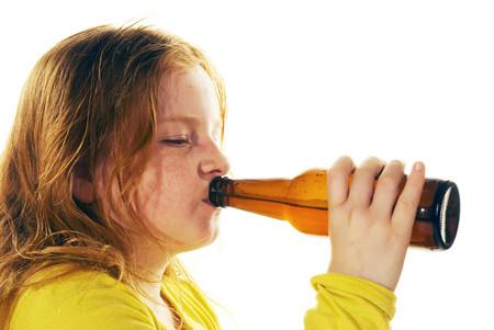 Y de repente, tu dulce angelito ha crecido y empieza a beber alcohol