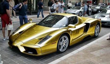 Dolorpasión™: Ferrari Enzo dorado