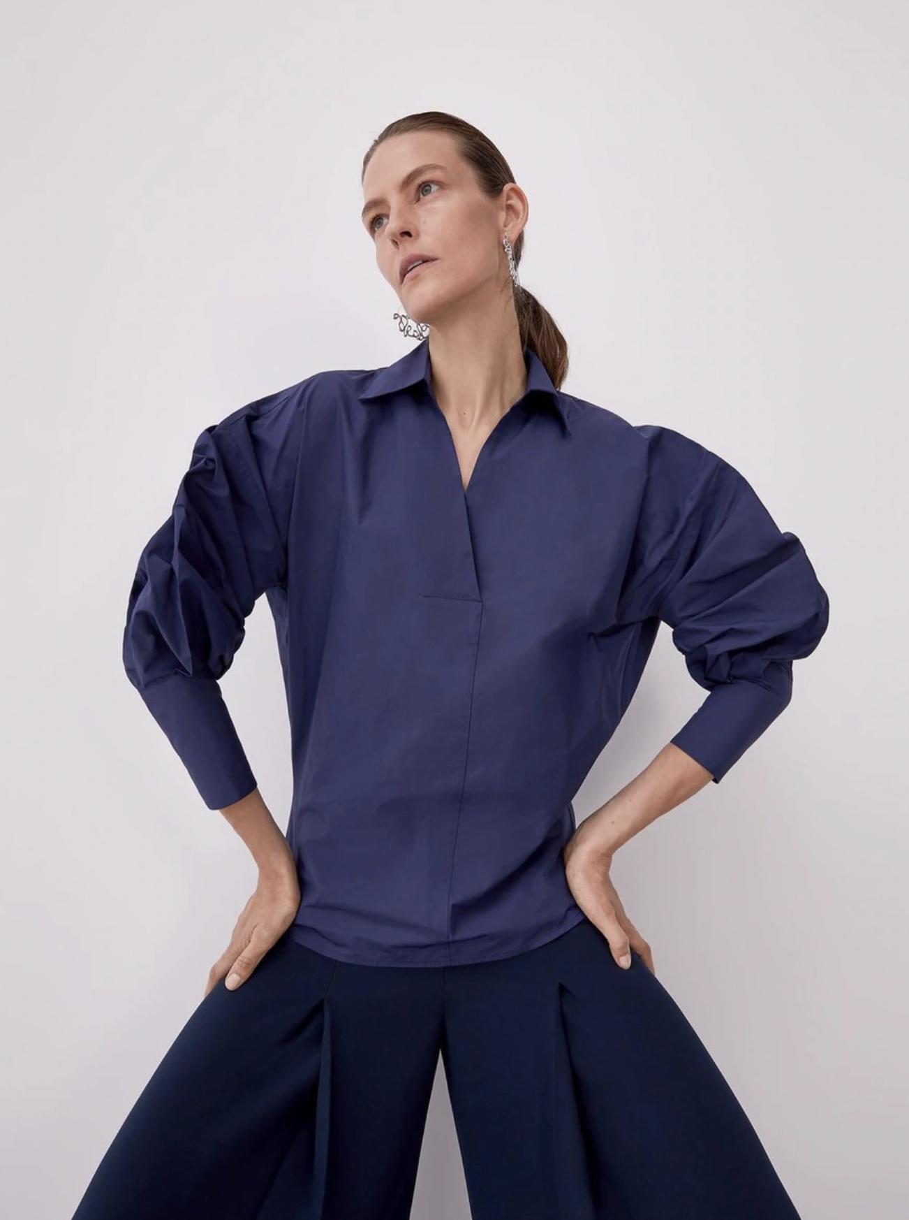 Blusa de mujer de corte recto y cuello camisero