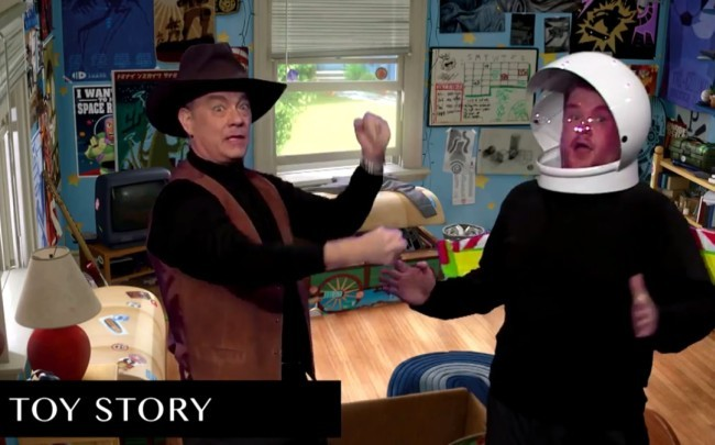 Tom Hanks y James Corden recreando Toy Story