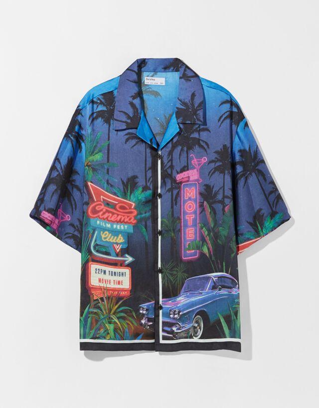 Camisa manga corta boxy fit efecto satinado print
