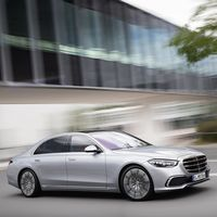El nuevo Mercedes-Benz Clase S es capaz de recargar la batería de su sistema mild hybrid gracias a su avanzada suspensión
