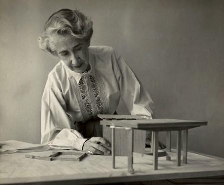 Si eres mujer y creativa industrial ya puedes participar en el premio Clara Porset