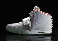 Las Nike Air Yeezy II, las deportivas de Kanye West revolucionan la red