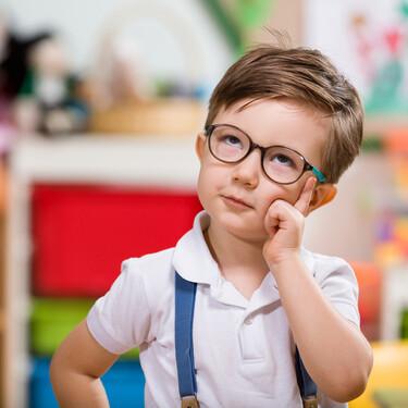 Jugar a profesores y alumnos: los nueve grandes beneficios para los niños de este divertido juego simbólico