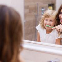 Casi la mitad de los niños no se cepillan bien los dientes