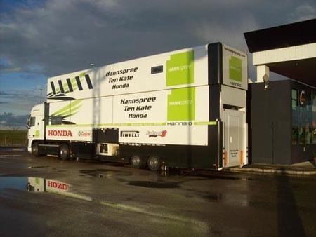 Camión del equipo Ten Kate camino de Portimao