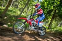 La Honda CRF125FB, la moto escuela para los peques del offroad
