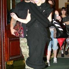 Foto 1 de 6 de la galería lady-gaga-besa-a-un-hombre-misterioso en Poprosa
