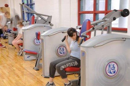 Aprovechar al máximo las máquinas del gimnasio para trabajar nuestro cuerpo al completo