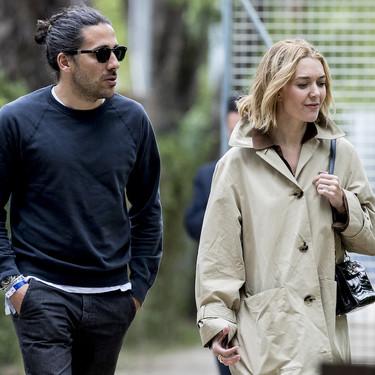 Marta Ortega combina a la perfección una gabardina de Zara de 80 euros con un bolso de cocodrilo de Hermès de muchos más valor