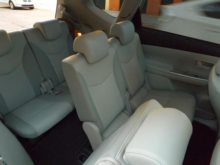 Toyota Prius+ interior cinco plazas traseras