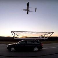 Drones que evitan obstáculos como si fueran colibríes y aterrizan sobre coches en movimiento