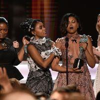 El gremio de actores sorprende premiando a Denzel Washington y 'Figuras ocultas' en una gala muy política